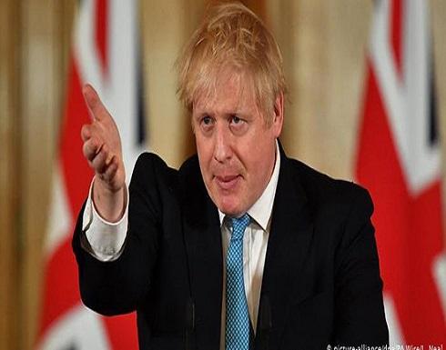 شاهد : صحافي يسأل رئيس الوزراء البريطاني لماذا لا تمشط شعرك ؟ وجونسون يرد
