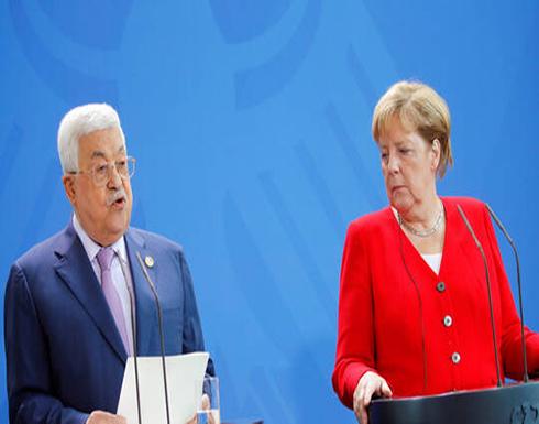 عباس لميركل: مستعدون للذهاب إلى المفاوضات على أساس الشرعية الدولية