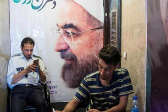 روحاني يُحذّر الحرس الثوري من التدخل بالانتخابات