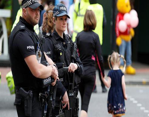 """شرطي بريطاني يعتذر لفتاة بعد اتهامها بـ""""تناول الحلوى"""""""