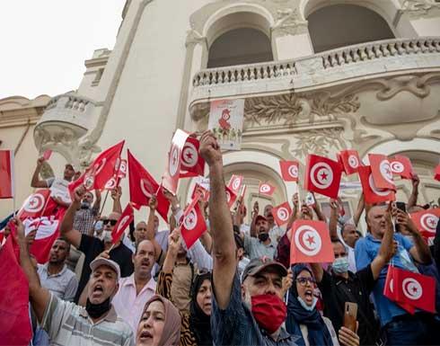 شاهد : مظاهرات في العاصمة التونسية رفضا لقرارات سعيّد الاستثنائية