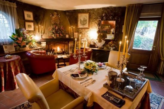 في إيطاليا.. أصغر مطعم في العالم بطاولة واحدة ولشخصين فقط