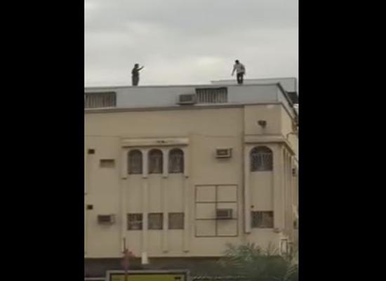 فيديو: اعتلى سطح بناية كي ينتحر .. والنتيجة مفاجئة!