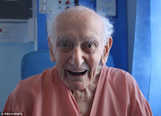 بريطانى يصاب بالسرطان فى عمر الـ99 ويهزمه للاحتفال بعيد ميلاده