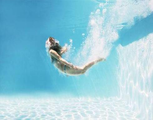 لهذا يجب وضع غطاء للرأس.. والاستحمام قبل وبعد السباحة!