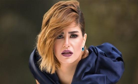 شاهد : منة فضالى تتألق بملابس كاجوال فى الكويت