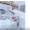 شاهد .. في روسيا يبحثون عن سياراتهم بين الثلوج