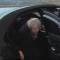 شاهد.. ماي عالقة في السيارة وميركل تنتظرها في البرد