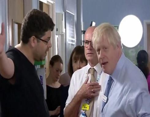 بالفيديو: والد مريضة يواجه رئيس وزراء بريطانيا بغضب .. وردة فعله غريبة