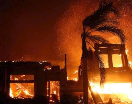 شاهد .. حريق غابات هائل في كاليفورنيا