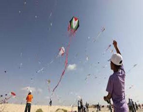 """تخصيص كتيبة نظامية لصد """" غارات """" الطائرات الورقية في غزة"""