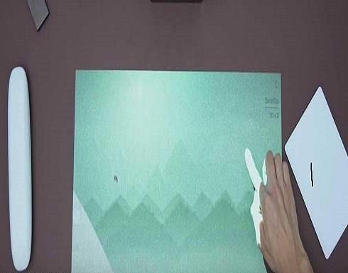 """بالفيديو : جهاز """"سحري"""" يحول أي سطح لشاشة تعمل باللمس"""