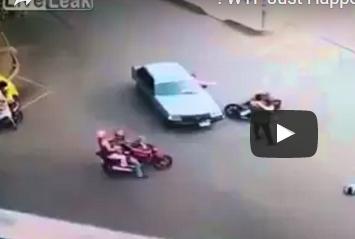 بالفيديو.. أغرب رد فعل لشاب بعد حادث تصادم لفتاة