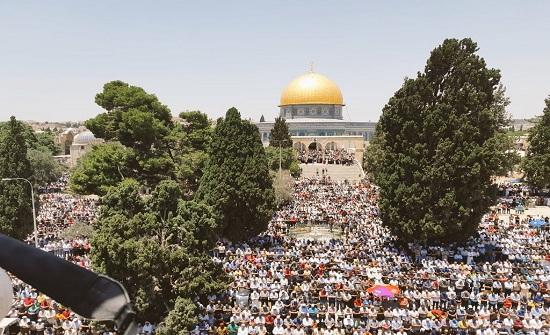 280 ألفاً يؤدون صلاة الجمعة الرابعة من رمضان في المسجد الأقصى