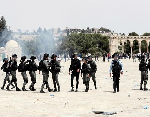 شاهد : قوات الاحتلال تقتحم الأقصى وتشدد حصار حي الشيخ جراح