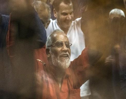 محكمة مصرية تقضي ببراءة مرشد الإخوان وقيادات بالجماعة