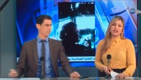 بالفيديو: مذيعة أخبار عربية تنهمر بالبكاء على الهواء… إليكم السبب!