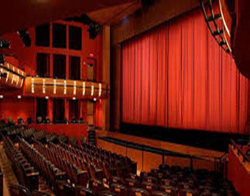 بالصور : فنانة تظهر شبه عارية على المسرح... وتبرر: لو سمحتم لا تكونوا قساة