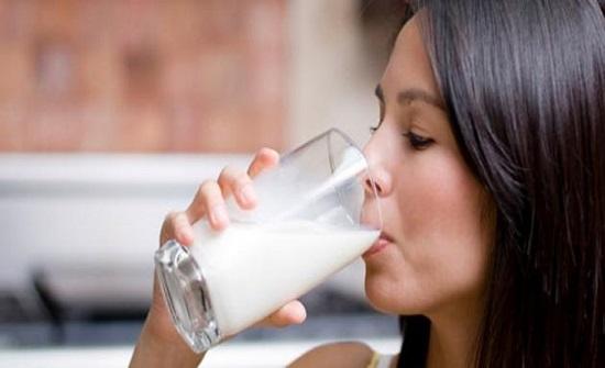 علاقة صادمة بين شرب المرأة للحليب والإصابة بسرطان الثدي