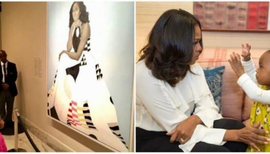 بالصور: طفلة تصبح من المشاهير بسبب صورتها أمام لوحة.. ميشيل أوباما تستضيف أصغر المعجبات بها وترقص معها