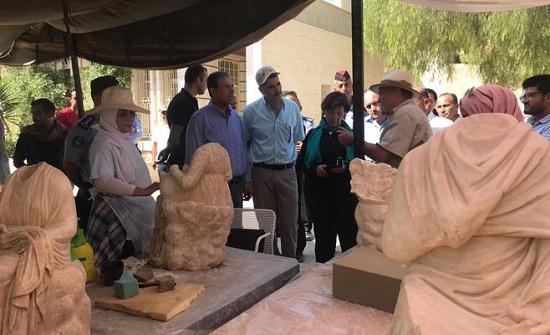 اكتشاف تماثيل أثرية في جرش (صور)