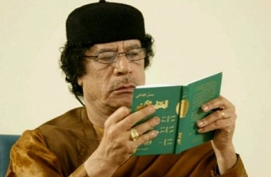 صحفي عراقي يكشف كواليس آخر مقابلة أجراها مع القذافي (فيديو)