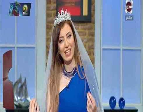بالفيديو : مذيعة مصرية ترتدي فستان الزفاف على الهواء وثتير جدل رواد مواقع التواصل