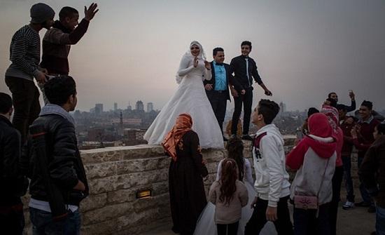 """مصري يتزوج 33 مرة تحت ذريعة """"عمل الخير"""" (شاهد)"""
