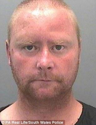 بالصور.. زوج مدمن على الكحول يطعن والدته ويهدد زوجته وبناته بالسكين