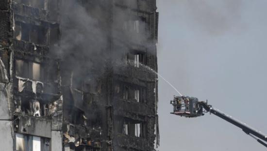 لندن: رجال الاطفاء لم يجروا تفتيشا كاملا للمبنى المحترق