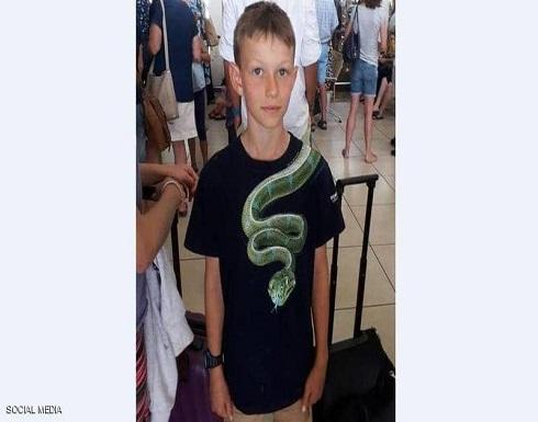 """أمن المطار لطفل """"القميص المخيف"""": اخلعه أو اترك الطائرة"""