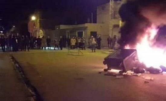 الحكومة التونسية تقرر فتح طرق ومواقع إنتاج أغلقها محتجون