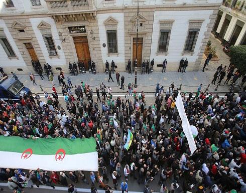 شاهد : الجزائريون يواصلون الاحتجاج بعد نحو عام على بدء المظاهرات