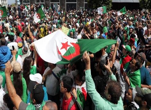 الجمعة 14 بالجزائر.. المتظاهرون يرفضون الانتخابات ويتمسكون بالتغيير