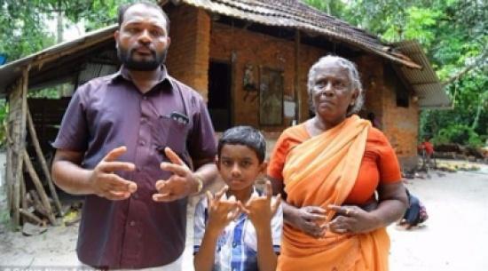 عائلة هندية جميع أفرادها أصابعهم ملتصقة