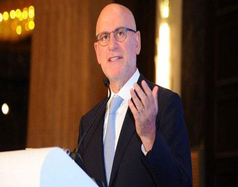 شاهد .. شبان يطردون وزير الأشغال اللبناني يوسف فنيانوس من مركز تجاري