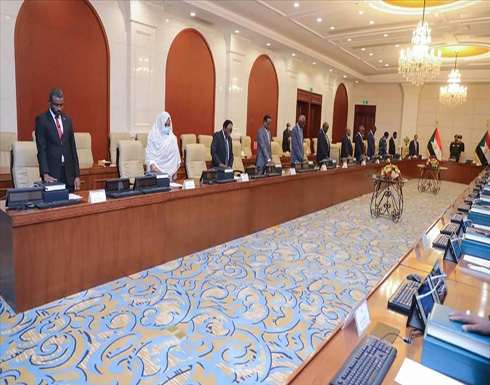 شاهد : الحكومة السودانية الجديدة تؤدي اليمين الدستورية