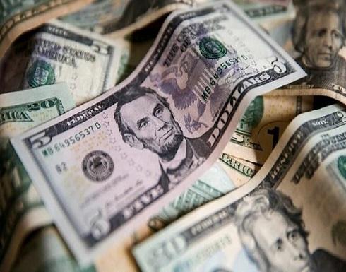 الدولار يهبط والذهب يصعد بعد استهداف أرامكو