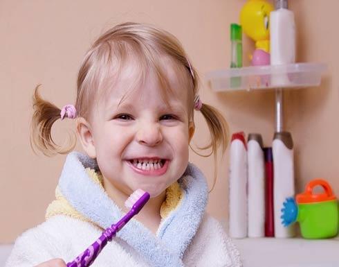 4 نصائح ستجعل طفلك يحبّ تنظيف أسنانه... جربّها!