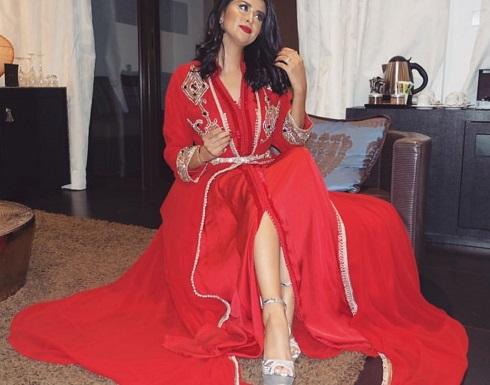 بالفيديو والصورة : كيف فاجاءت سلمى رشيد معجبة لها في ليلة عرسها
