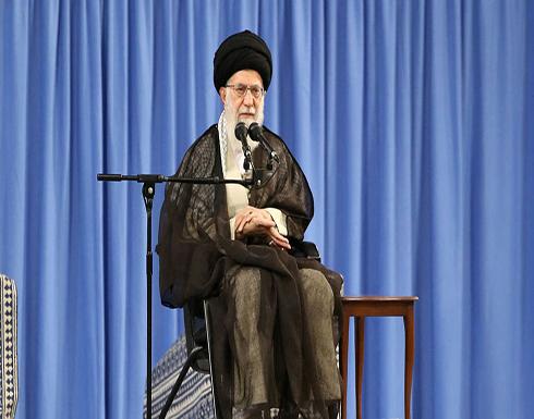 شاهد .. ايراني يحاول الانتحار لخامنئي: 40 عاماً تنهبوننا