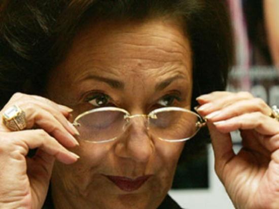 سوزان مبارك تتجول في شوارع القاهرة وأنصار المخلوع يهتفون: بنحبك يا ريس