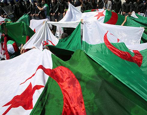 شاهد : مئات الجزائريين يتظاهرون مطالبين برحيل رموز نظام بوتفليقة