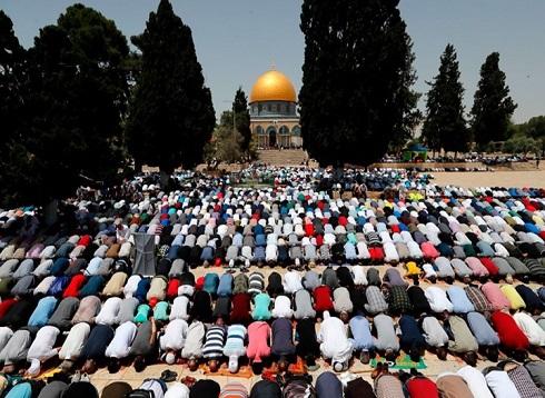 100 ألف مصلٍ يؤدون جمعة رمضان الثالثة في الأقصى