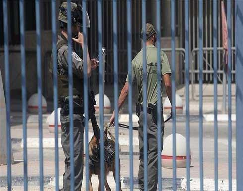 """أسرى يرجئون إضرابهم بانتظار رد سجن """"عوفر"""" الإسرائيلي"""