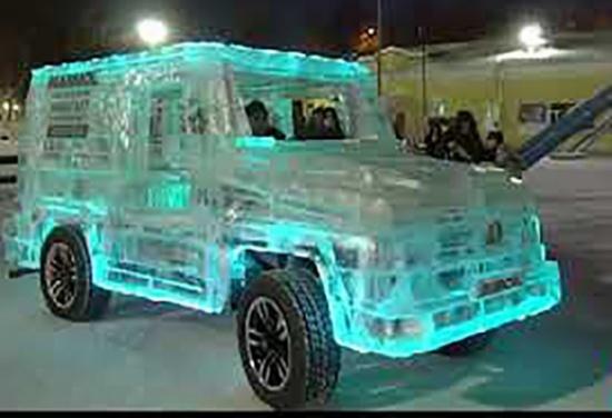 شاهد.. سيارة فريدة مصنوعة من الجليد!