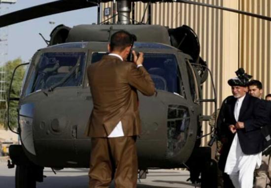 """طالبان ترد على تسليم القوات الأفغانية مروحيات """"بلاك هوك"""""""