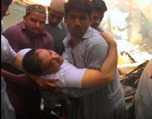 شاهد : استمع إلى قائد الطائرة الباكستانية وهو يستغيث قبل تحطمها