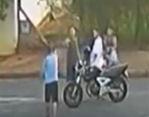 زوجة توثق لحظة قتل زوجها أمام أبنائه على يد عصابة (فيديو)