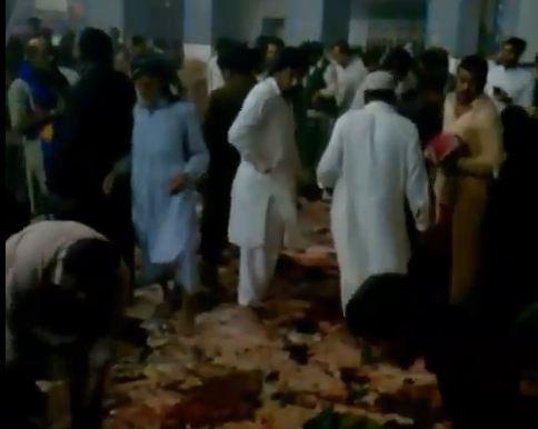 بالفيديو: تفجير استهدف مرقدا صوفيا في جنوب باكستان
